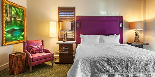 $179 -- Birmingham Hotel w/Credit at 'Must-Try' Restaurant