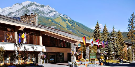 $75 -- Banff Lodge Retreat w/$20 Dining