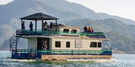 $925 -- Lake Shasta 4-Day Houseboat for 8 w/$300 Gas Credit