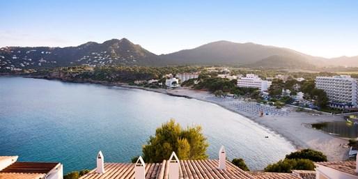 355 € -- Mallorca-Woche im 4*-Hotel am Strand mit HP, -43%
