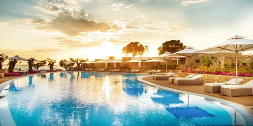 £499pp -- 5-Star All-Inc Halkidiki Holiday w/Sea-View Suite