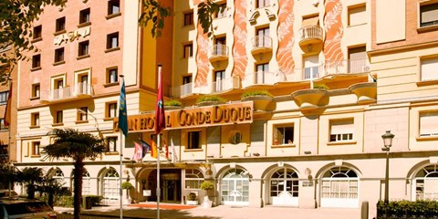 £57 -- Madrid Hotel Stay w/Breakfast & Cava, Save 56%