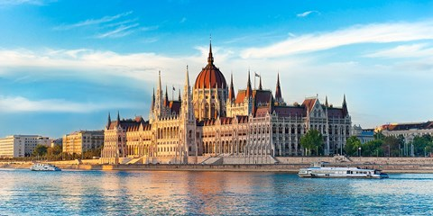 £119pp -- Budapest 4-Star Break w/Flts, River Cruise & Tour
