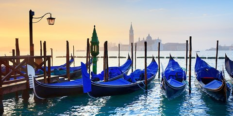 £119pp -- Venice: 3-Night Lido Stay w/Flights & Gondola Ride