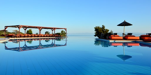£349pp -- 5-Star Halkidiki Holiday w/Meals & Private Pool