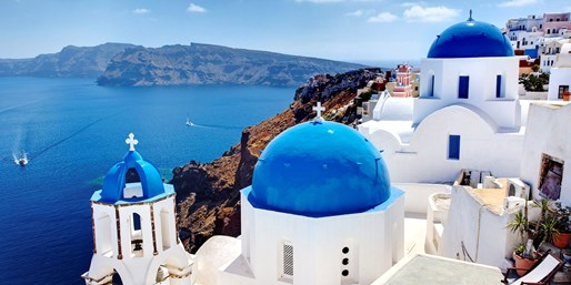 £479pp -- Santorini: Deluxe Island Break w/Wine & Spa Access
