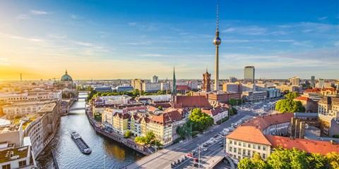 £95pp -- Berlin: Deluxe 3-Night Break inc Flights