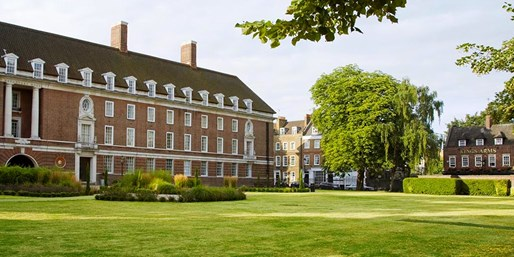 £119 -- London Hotel Stay w/Meals & Wine, Save up to 39%