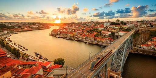 £699pp -- 10-Nt Spain & Portugal Cruise w/All-Inc Drinks