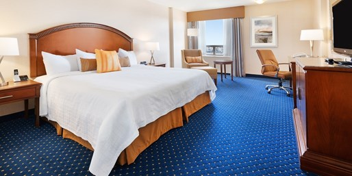 $95 -- Calgary Hotel w/Breakfast incl. Christmas, Reg. $142