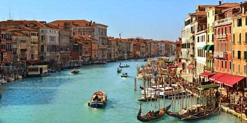 ¥89,800 -- イタリア4都市周遊 各都市世界遺産観光&添乗員付