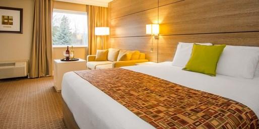 $120 -- Collingwood Resort incl. $100 Spa Credit & Breakfast