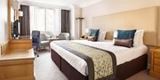 $130 -- London: 4-Star Euston Stay inc Upgrade & Bubbly