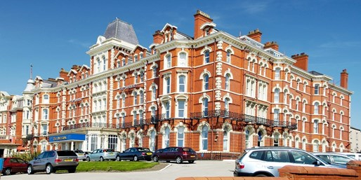£99 & up -- 'Grand' Blackpool Seafront Stay w/Dinner