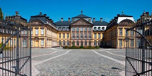 129 € -- Hessen: 4*-Urlaub am Schloss mit Menü & Spa, -37%