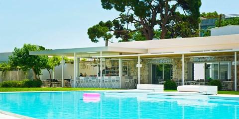 £199pp -- Greece: 5-Nt Beach Holiday near Athens w/Massage