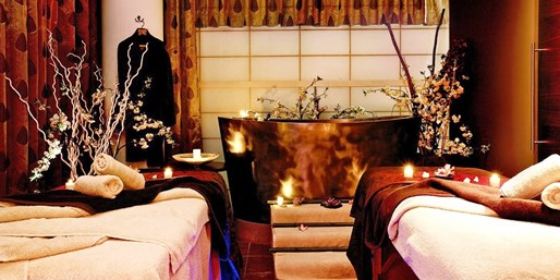 £360 -- 5-Bubble Chelsea Spa Day for 2 w/Treatments & Lunch