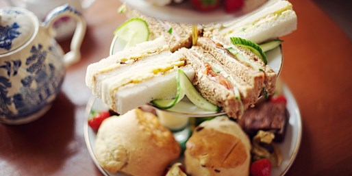 £29 -- Afternoon Tea & Bubbly for 2 in Kent Countryside