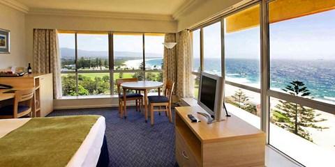 $159 -- Deluxe Wollongong Stay w/Ocean Views, Brekkie & More