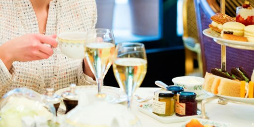 £25 -- Afternoon Tea & Bubbly for 2 nr Oxford Street