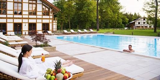 45 € -- Brandenburg: Sommerwellness mit Massage & Cocktail