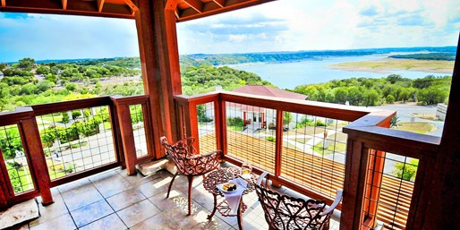 Travelzoo Deal: $89 -- Lake Travis Villas w/Breakfast for up to 4, 50% Off