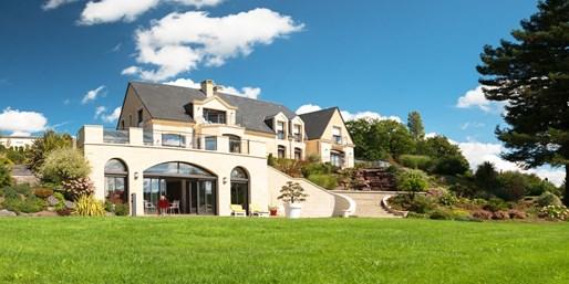 149€ -- Suite et champagne près du Mont-Saint-Michel, -47%