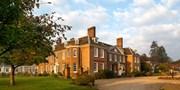£149 -- Kent: 'Elegant' Manor Stay w/Dinner & Wine, Save 44%
