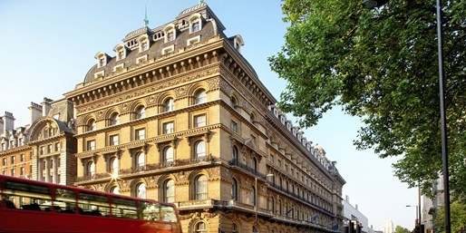 $197-$211 -- London: JW Marriott Stay w/Breakfast & Wine