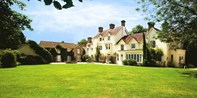 £139 -- Hampshire Manor Stay w/Dinner, 40% Off