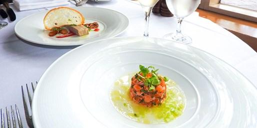$588  -- 澳洲悉尼 5 星級酒店 雙人三道菜晚餐及香檳 靜賞浪漫海港黃昏