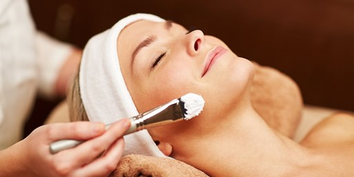 49 € -- Winter-Gesichtspflege mit Peeling & Massage, -51%