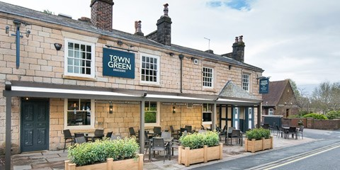 £29 -- Meal & Bubbly for 2 at New Pub near Ormskirk, 53% Off