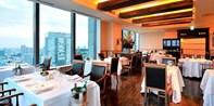 ¥4,500 -- 43%OFF 丸ビル最上階 ミラノ3つ星&料理界のアカデミー賞獲得の名店 珠玉のランチコース全8品