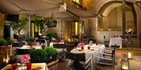 £171 -- Historic Florence Stay w/Breakfast & Bubbly, 61% Off