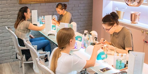 £14 -- Facial or Mani, Bubbly & More in Nottingham, Was £43