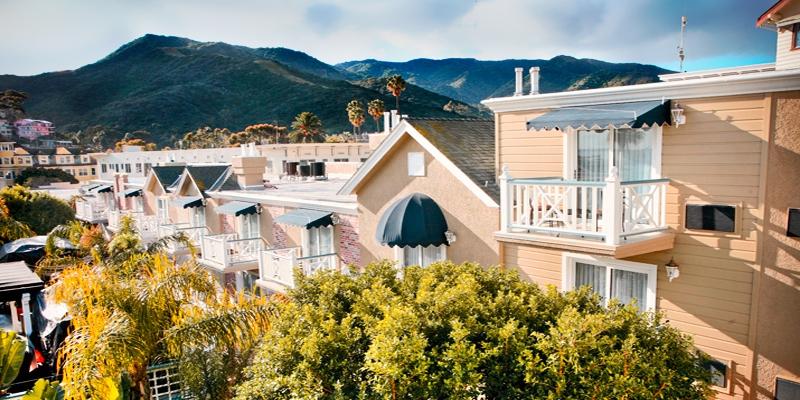 $189 -- Catalina Getaway w/Champagne & Breakfast, 50% Off