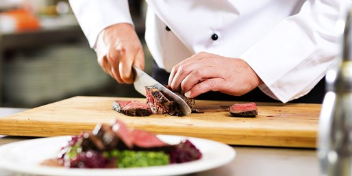 44 € -- Amerikanisches Steak-Buffet im Hilton Cologne, -25%