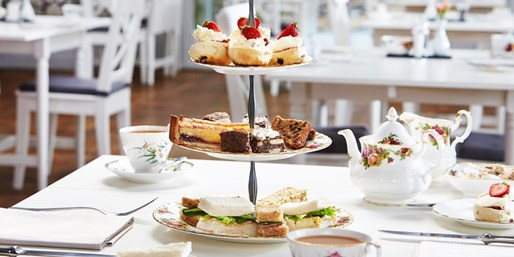 £25 -- Tea for 2 w/Bubbly at Windermere Country House
