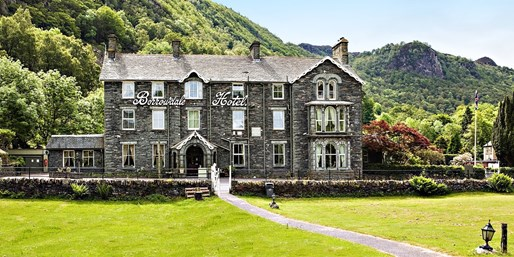 £149 & up -- Lakes Stay w/Dinner & Wine Flight, Save 35%