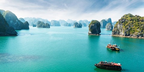 £999pp -- Deluxe Vietnam Tour w/Halong Bay, Meals & Flights