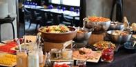 $198 -- 美食盛宴之旅!蘭桂坊酒店 Azure 半自助午餐 奢華海鮮拼盤+主菜