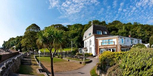 £49 -- Oxwich Bay: Overnight Stay w/Breakfast, Save 67%