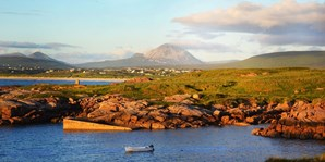 £75 -- County Donegal 2-Night Stay w/Breakfast, Save 34%