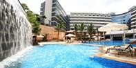 ¥899 -- 千平泳池 亲水一夏!广州翡翠皇冠假日豪华房1 晚 升套房+家庭自助早晚餐