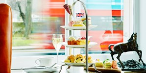 £20 -- Queen's Afternoon Tea & Cocktail on Park Lane