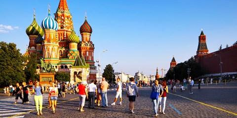 989€ -- Circuit Moscou-St Pétersbourg, pens. complète & vols