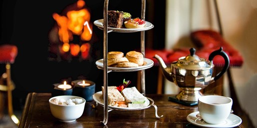 £25 -- Afternoon Tea & Bubbly for 2 at Palladian Mansion