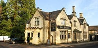 £29 -- 2-Course Lunch w/Wine for 2 at Popular Wiltshire Inn