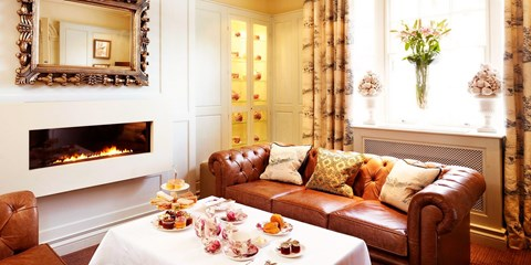 £27 -- Afternoon Tea w/Prosecco for 2 in Stratford-upon-Avon